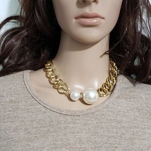 Big faux Pearls gold tone chain fashion necklace